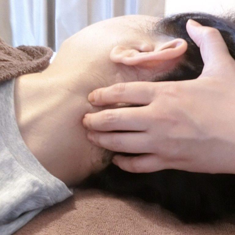 頭に繋がる筋肉もほぐします